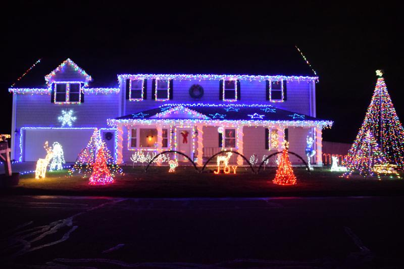 One Story House Christmas Lights.The Inside Story Of One Of Dartmouth S Flashiest Christmas