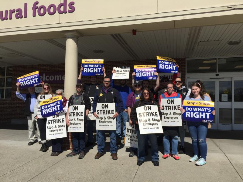 Stop N Shop Hours >> Stop Shop Workers In Dartmouth And Across New England Go